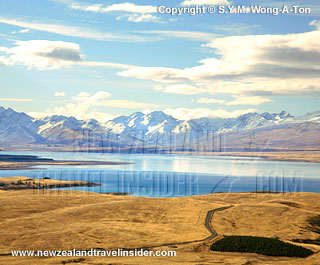 Lake Tekapo and mountains with snow in winter on the South Island of New Zealand